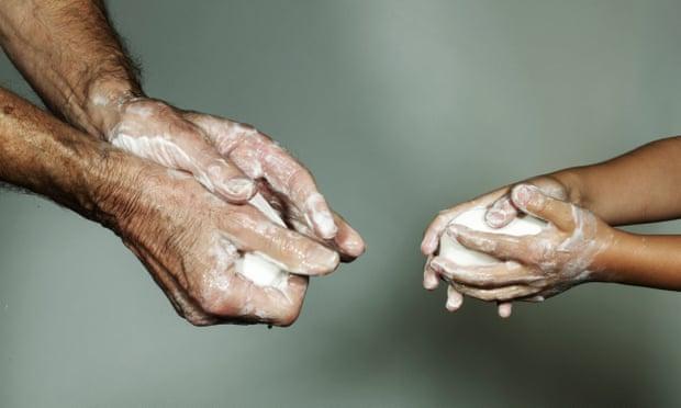 Kézmosás natúr szappannal